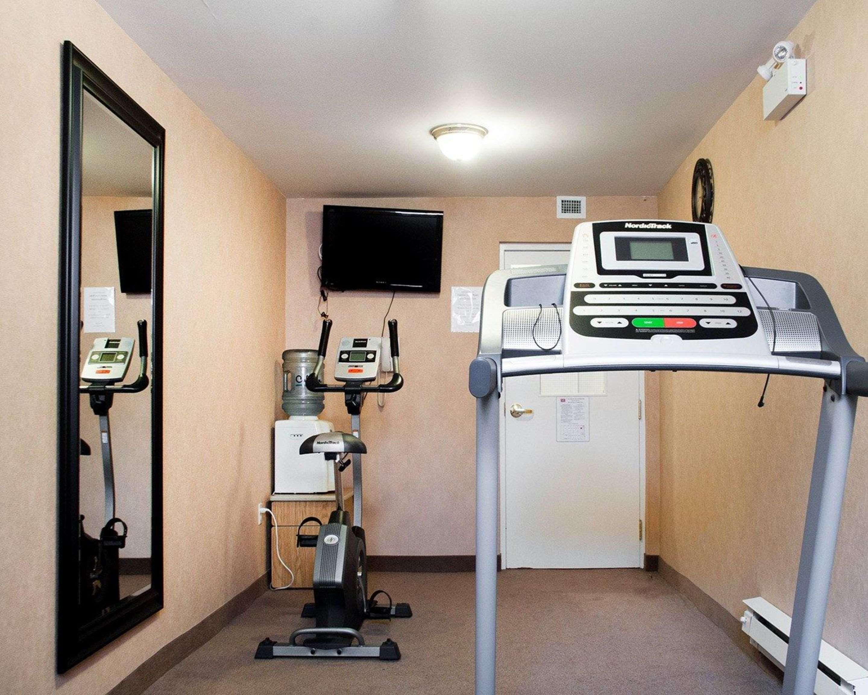 Fitness center with cardio equipment Econo Lodge Woodstock (519)533-6066