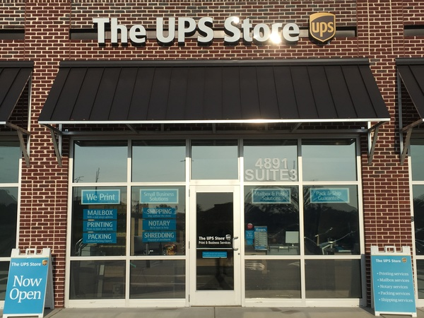 Facade of The UPS Store Southport