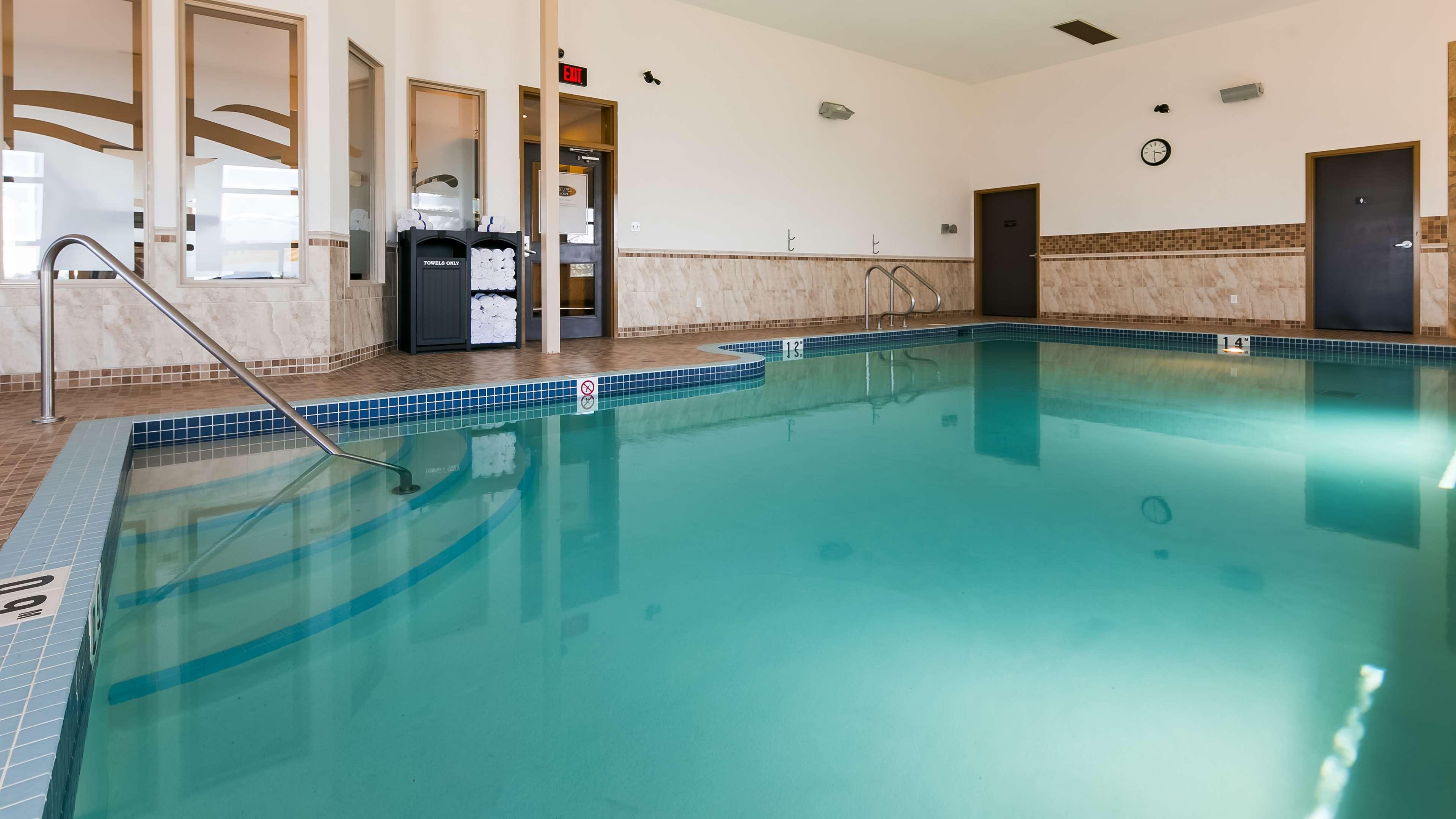Splash around and have fun with the Best Western Wainwright Inn & Suites Wainwright (780)845-9934
