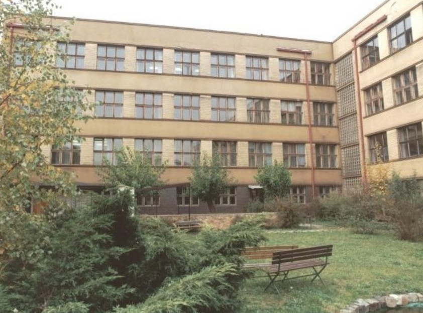 Gymnázium, Praha 10, Voděradská 2