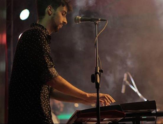 JULIAN PREISS PROFESOR DE PIANO Y GUITARRA