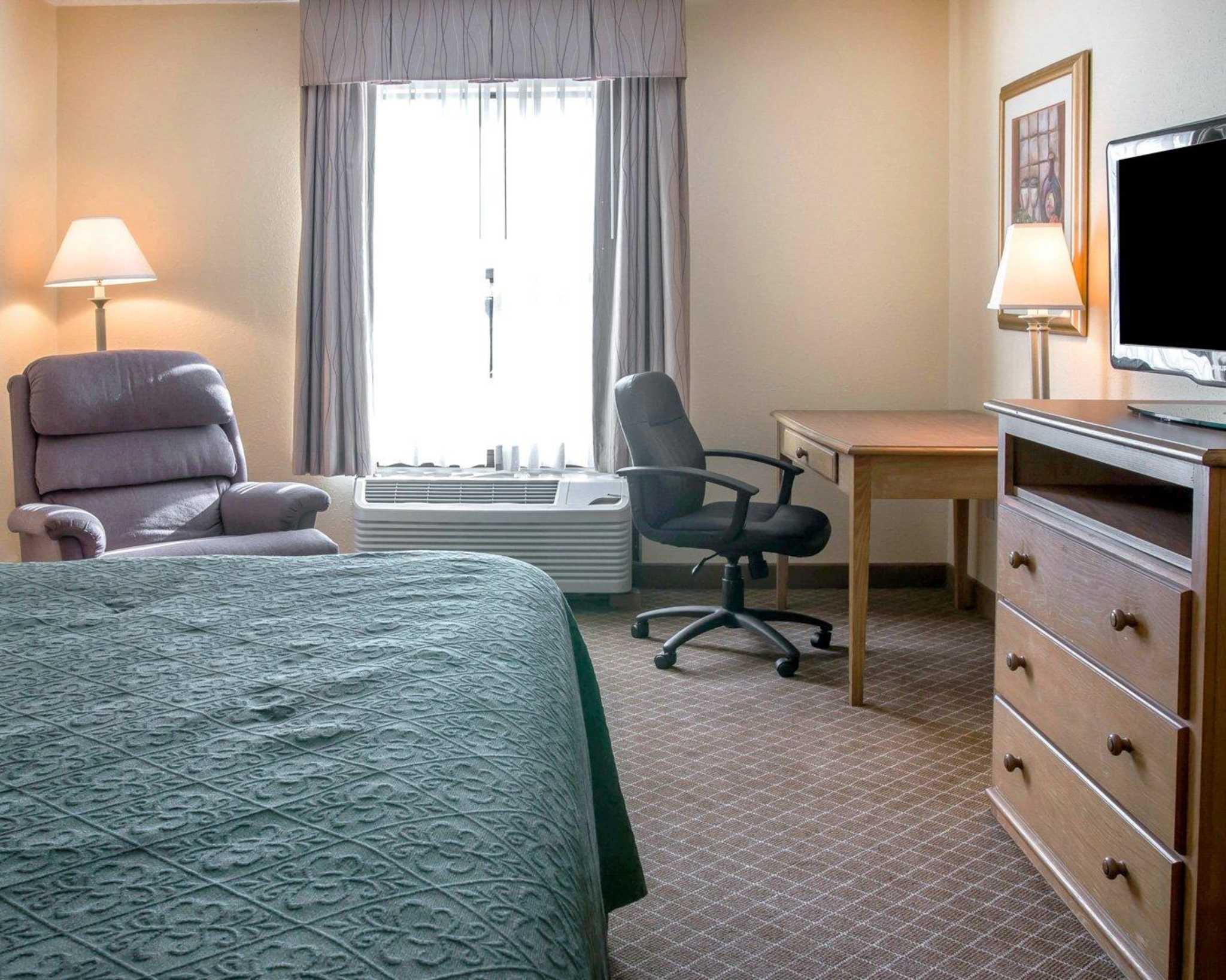 Hotel Sterling Rooms Monroe Mi