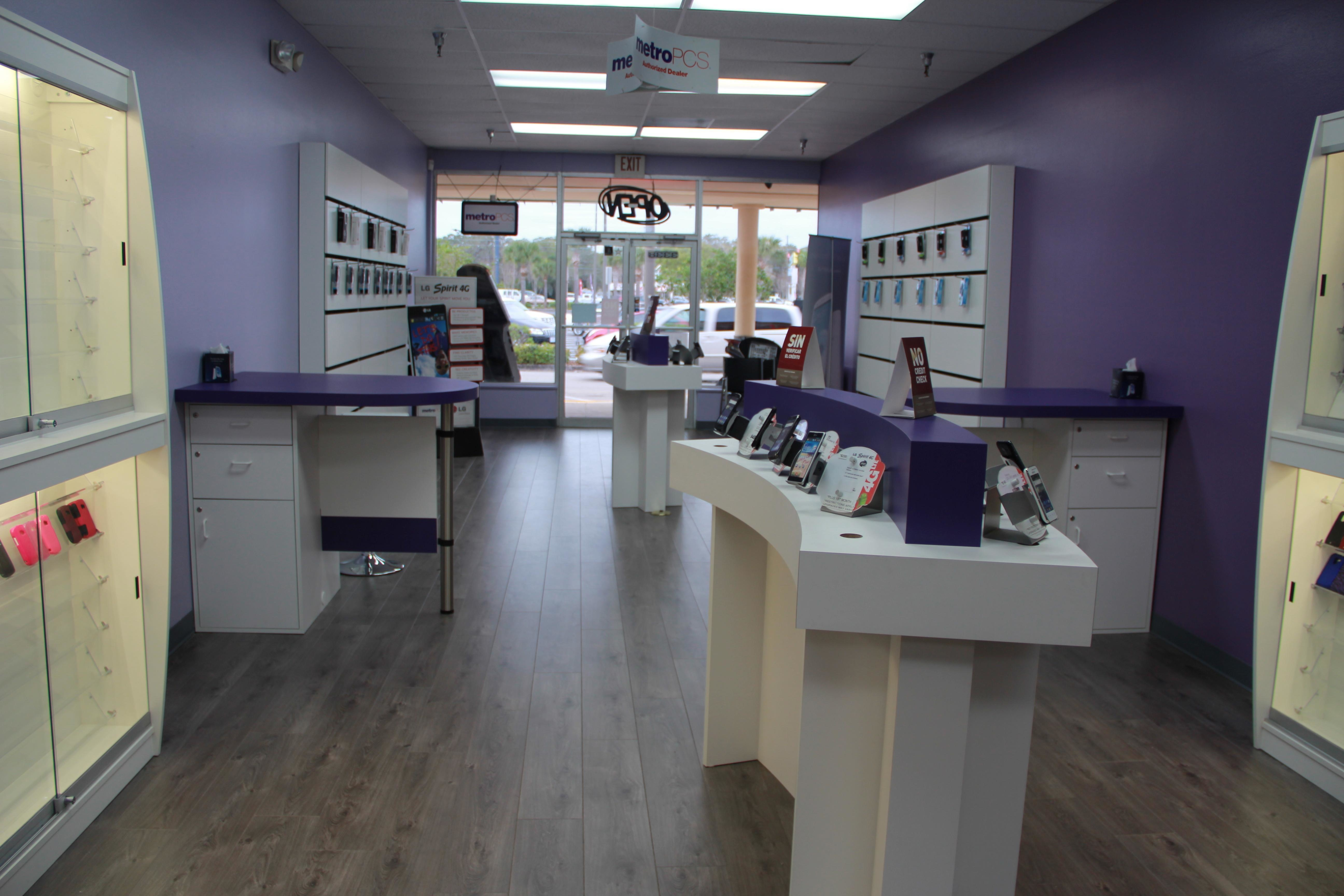 Metro PCS Store Locations in Houston. If you want to save money on your phone bill you should look for Metro PCS store locations in Houston. Economic times are challenging and many households are eager to save money where they can. Switching to a smaller carrier is .