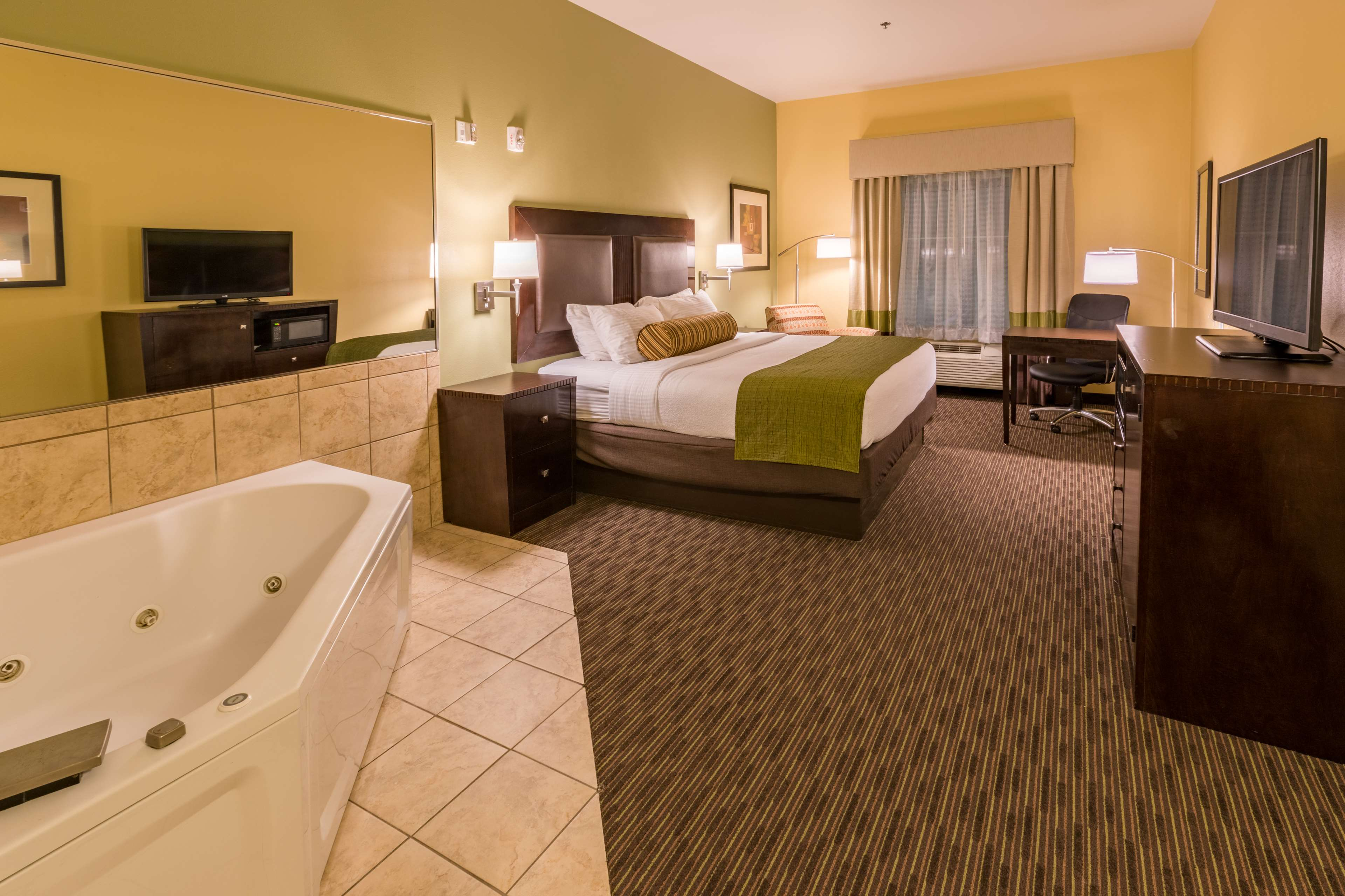 Best Western With Jacuzzi In Room Near Me