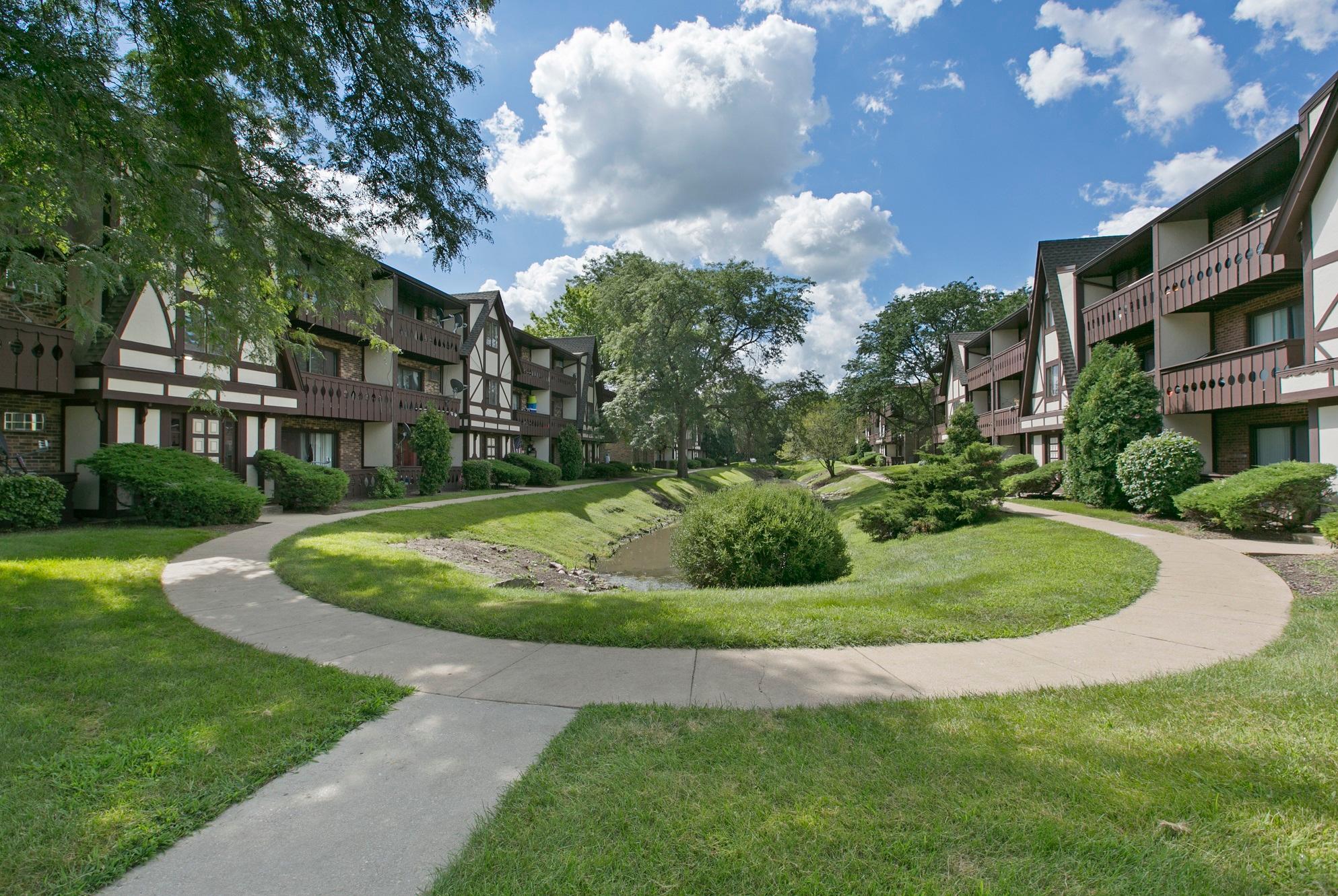 Westmont Village Apartments Reviews