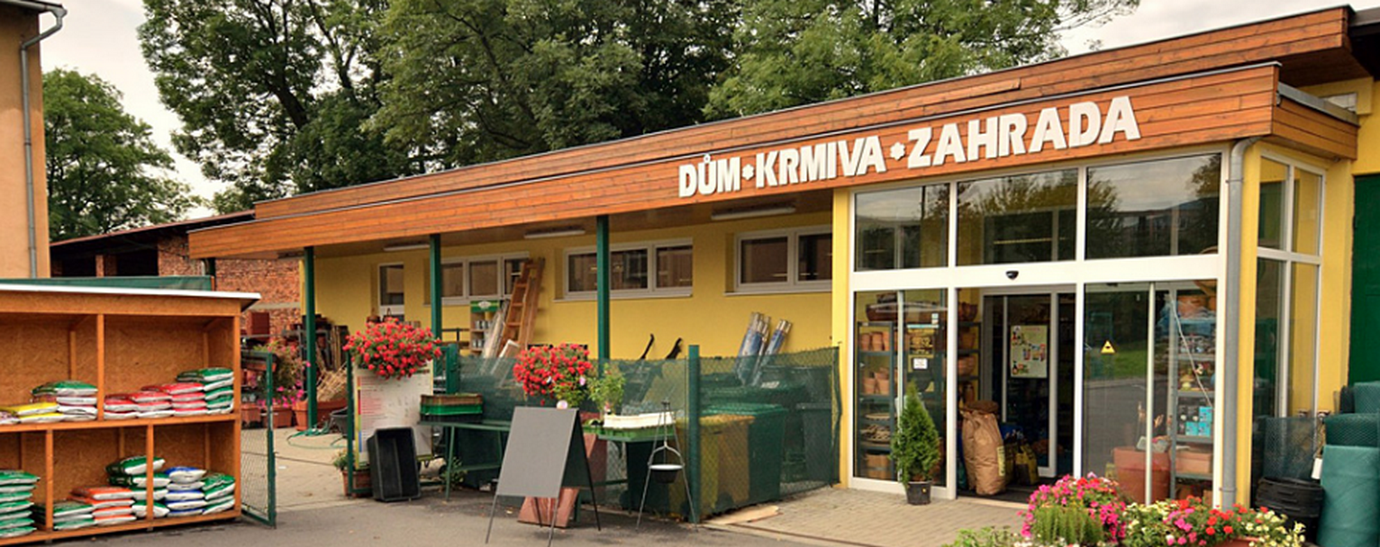 Tomáš Střalka - dům, krmiva, zahrada
