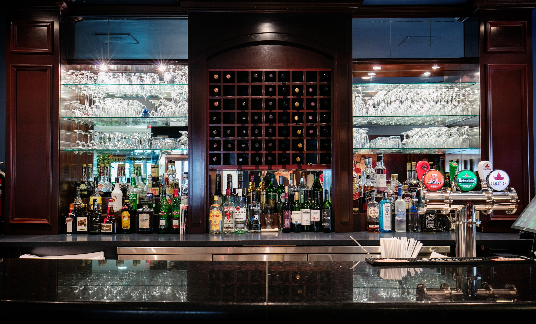 Best Western Ville-Marie Montreal Hotel & Suites à Montreal: Bar