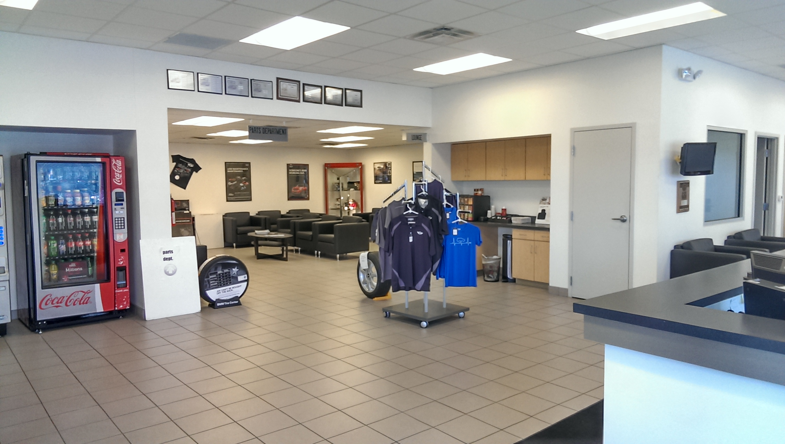 Bmw of annapolis collision center annapolis maryland md for Mercedes benz of annapolis service center annapolis md