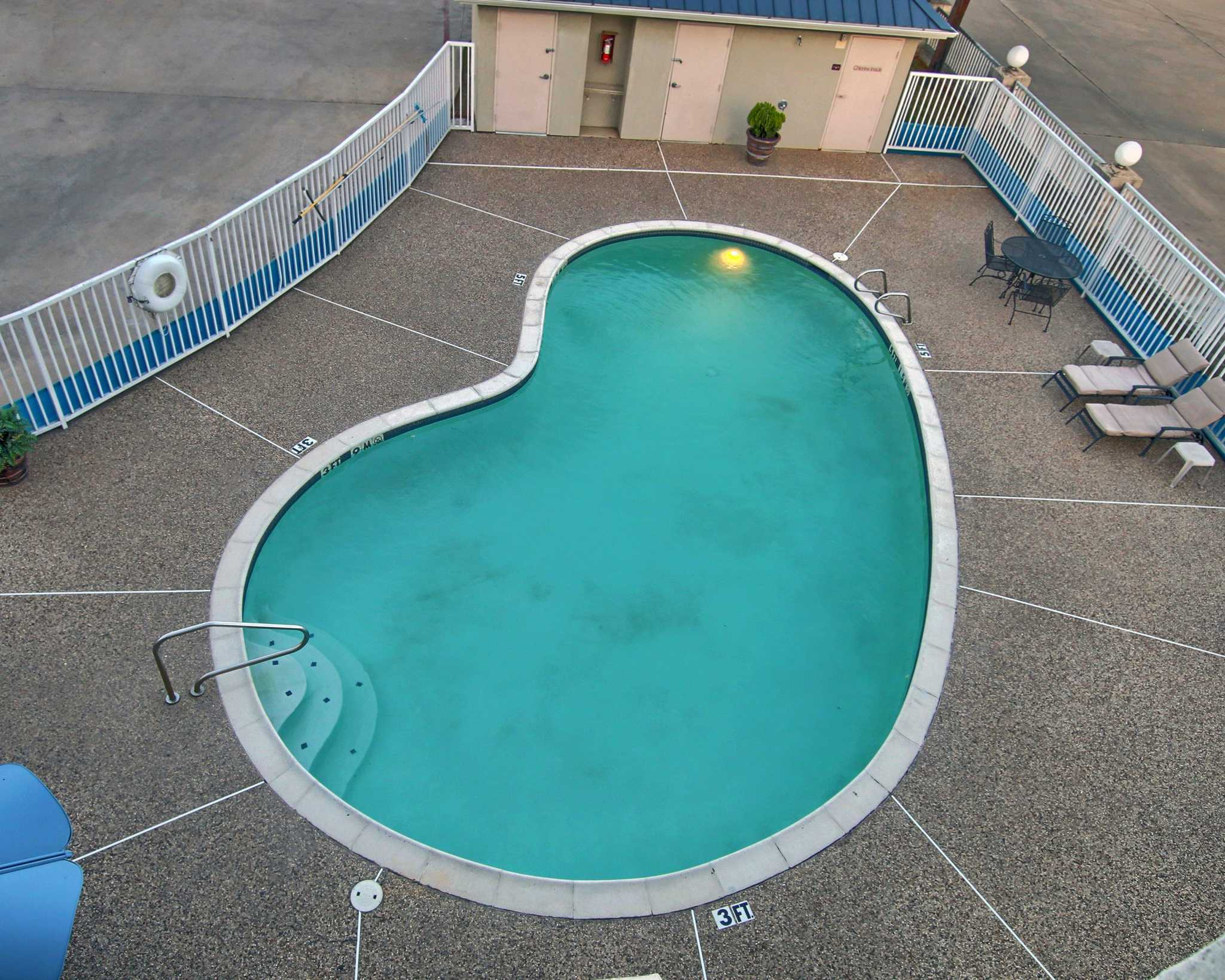 Quality Inn  U0026 Suites Near Cleburne Conference Center