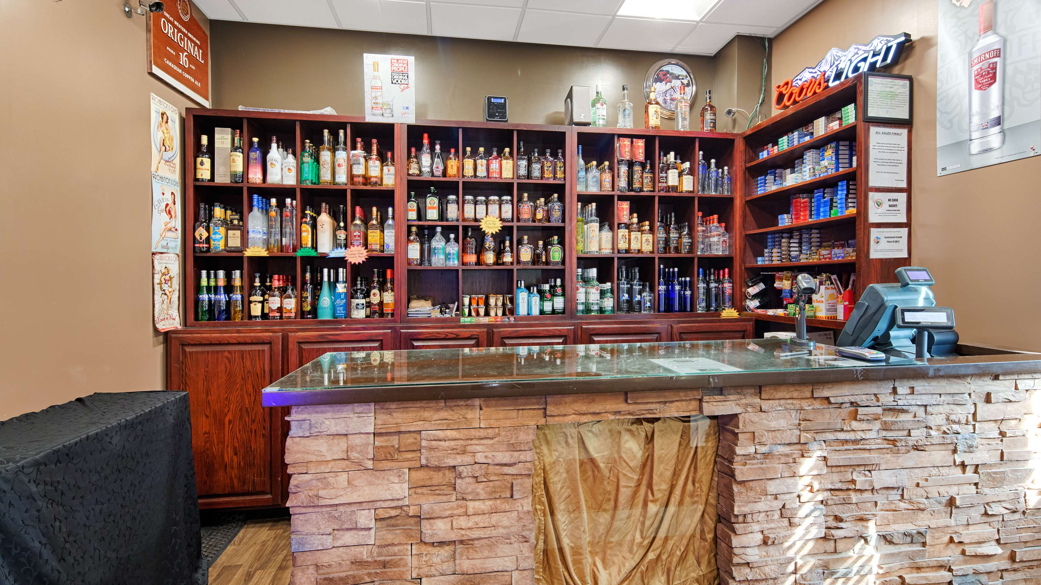Best Western Marquis Inn & Suites in Prince Albert: Bailey's Cold Beer Wine Store