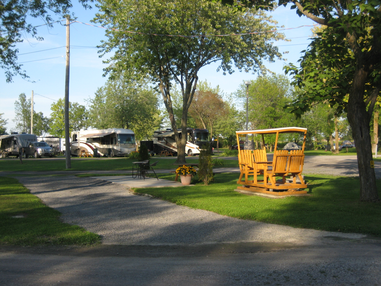 Montreal South KOA à St Philippe de Laprairie: Close to Main Bldg , childrens playground and pool Only one availableReservations are definitely required.
