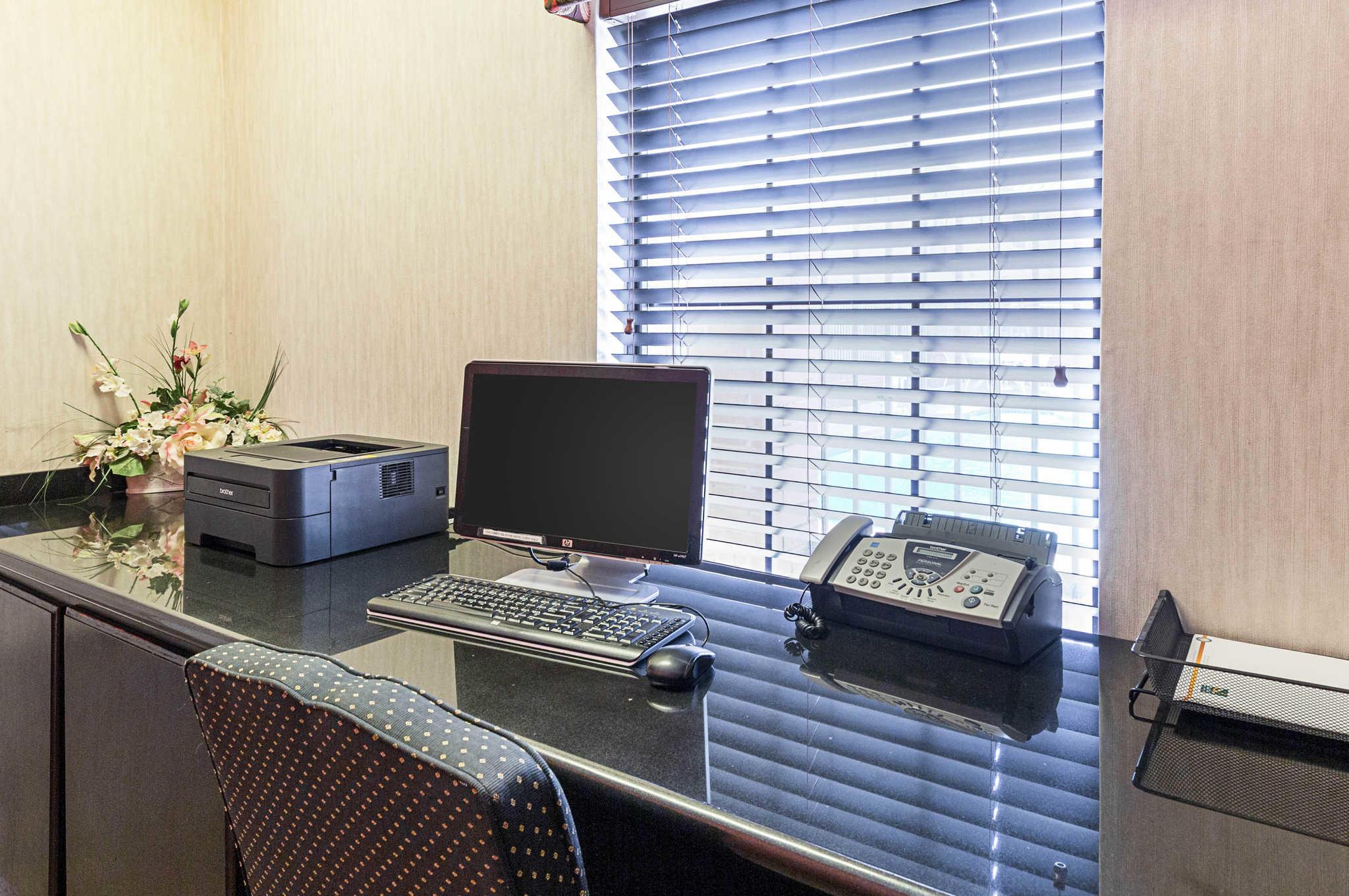 Quality inn suites beaumont texas tx for Q furniture beaumont texas