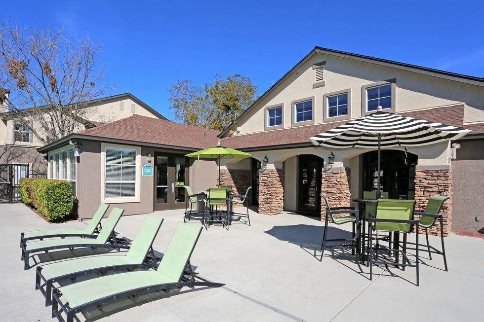 Lakeside Apartments Reviews