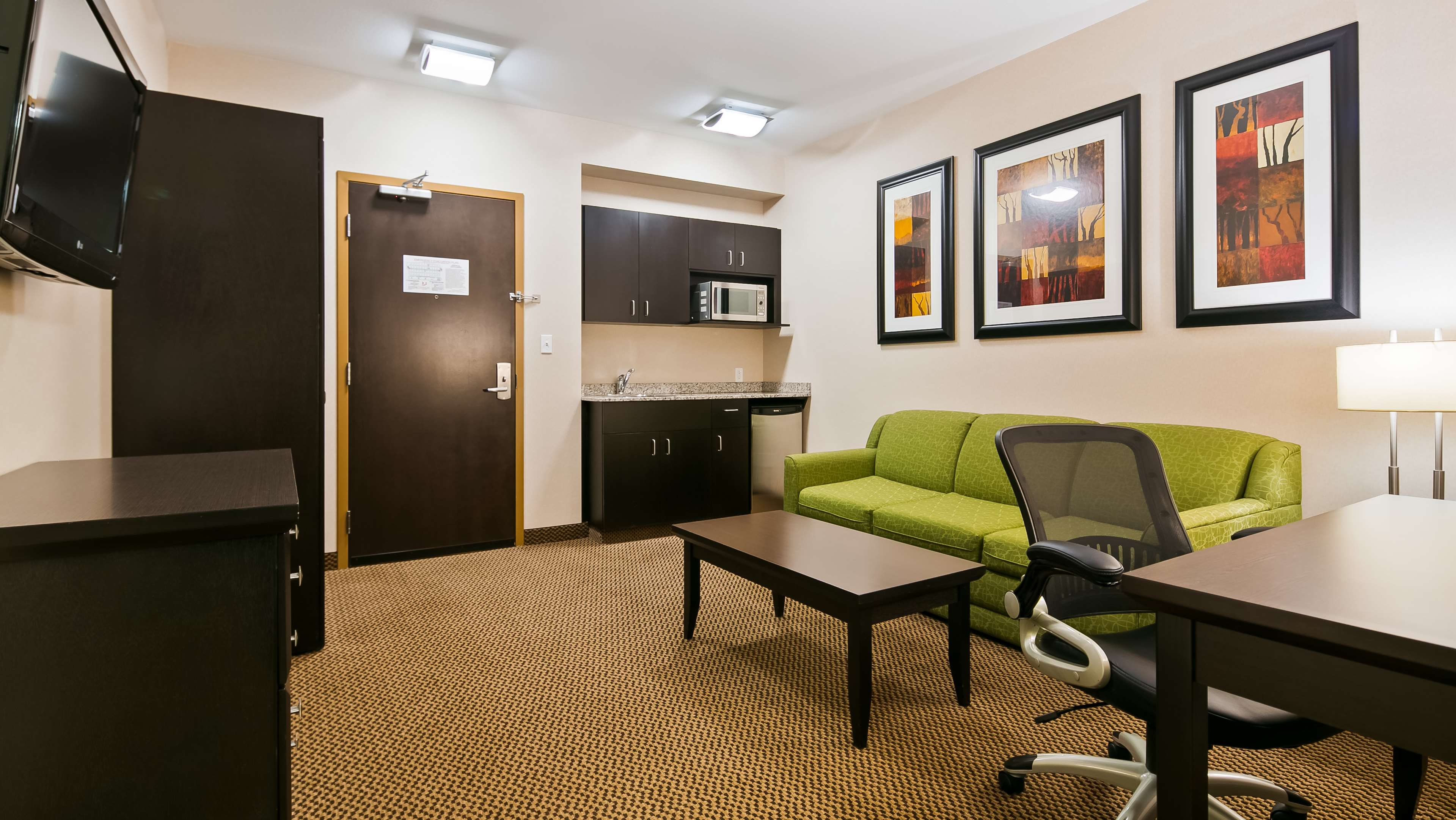 Use the sofabed in our Executive Sui Best Western Wainwright Inn & Suites Wainwright (780)845-9934