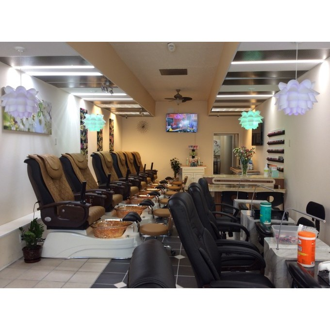 Magic Nails in Overland Park, KS 66202 - ChamberofCommerce.com