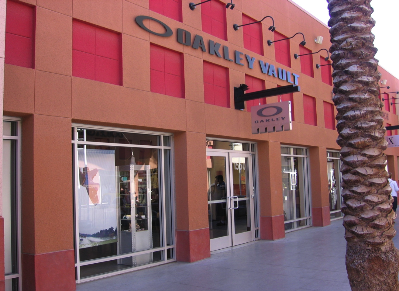official oakley outlet  the official oakley outlet store: the oakley vault at las vegas premium outlets. shop oakley sunglasses, goggles, apparel, and more up to 50% off at oakley