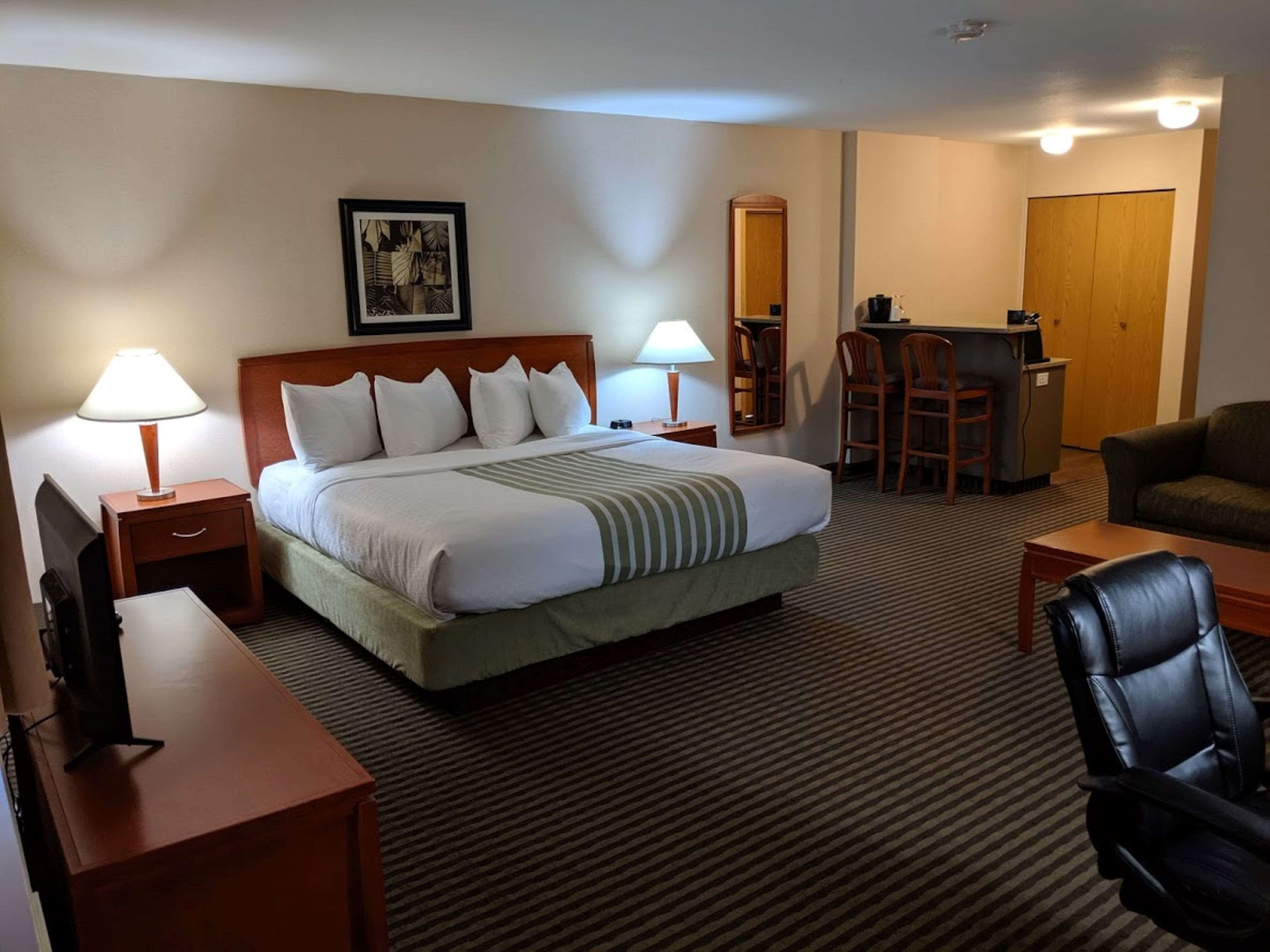 Surestay Hotel By Best Western Chilliwack in Chilliwack: King Deluxe