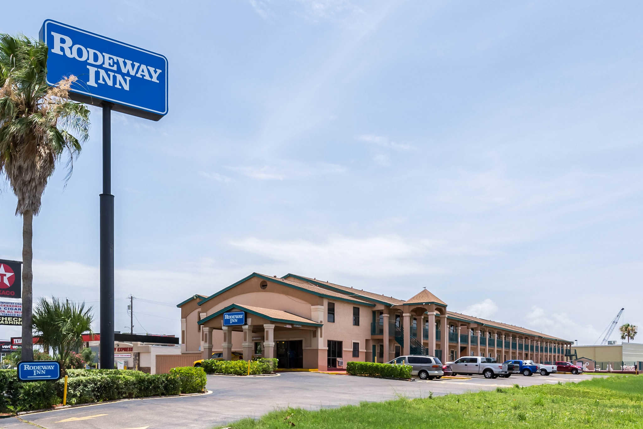 As a brand of Choice Hotels International, Rodeway Inn is a part of one of the top lodging franchises in the world. With close to half a million rooms under its umbrella, this company knows hospitality.