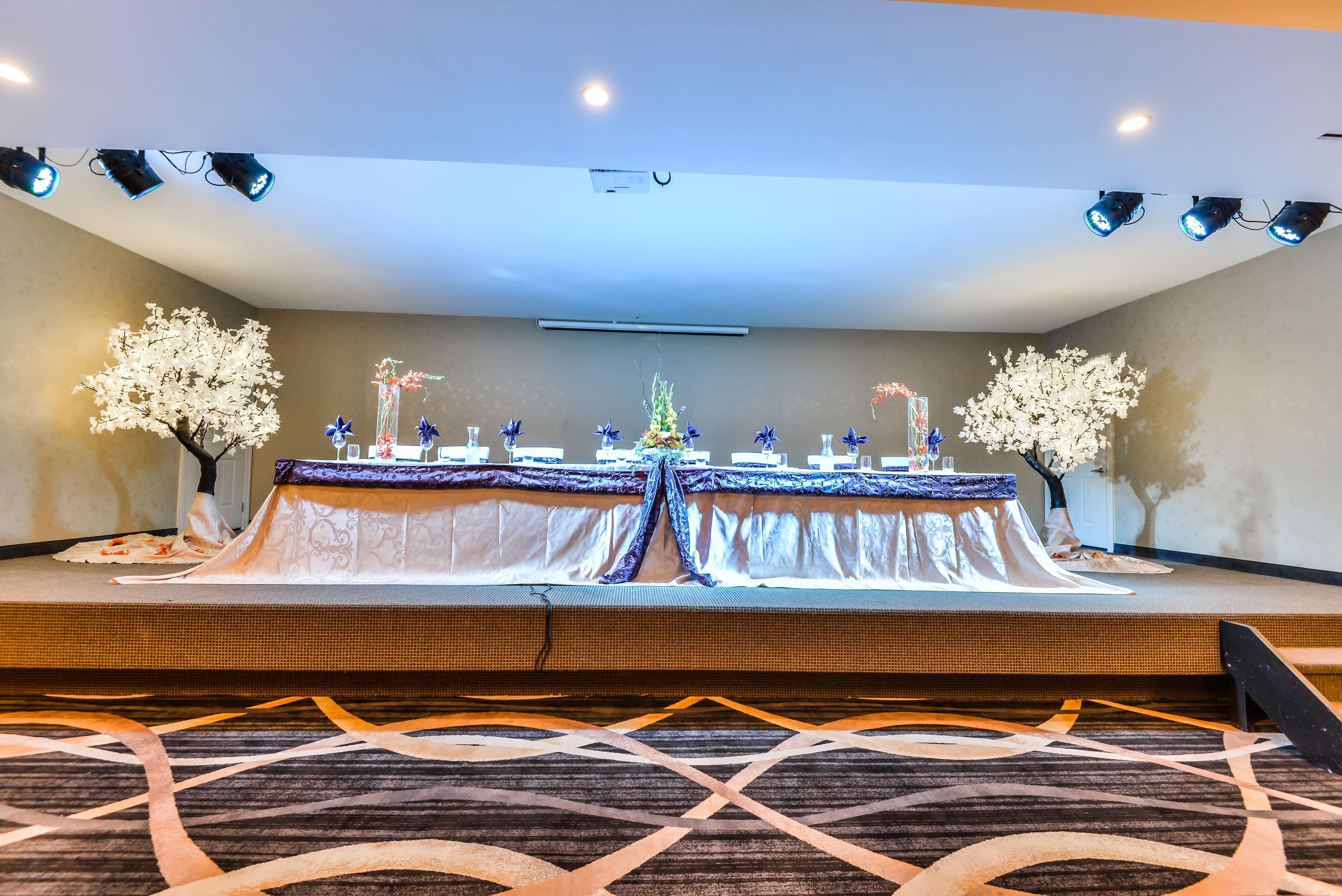 Head table Best Western Plus Leamington Hotel & Conference Centre Leamington (519)326-8646