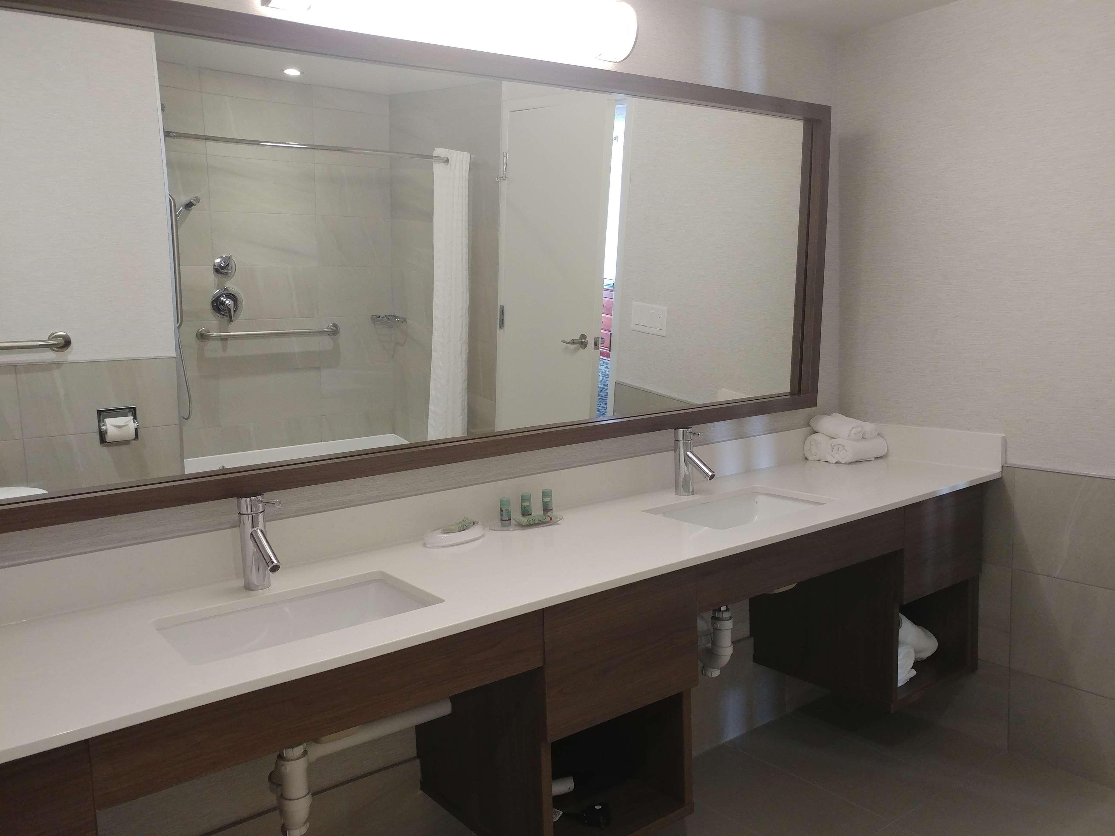Best Western Hotel Brossard à Brossard: Guestroomamenity