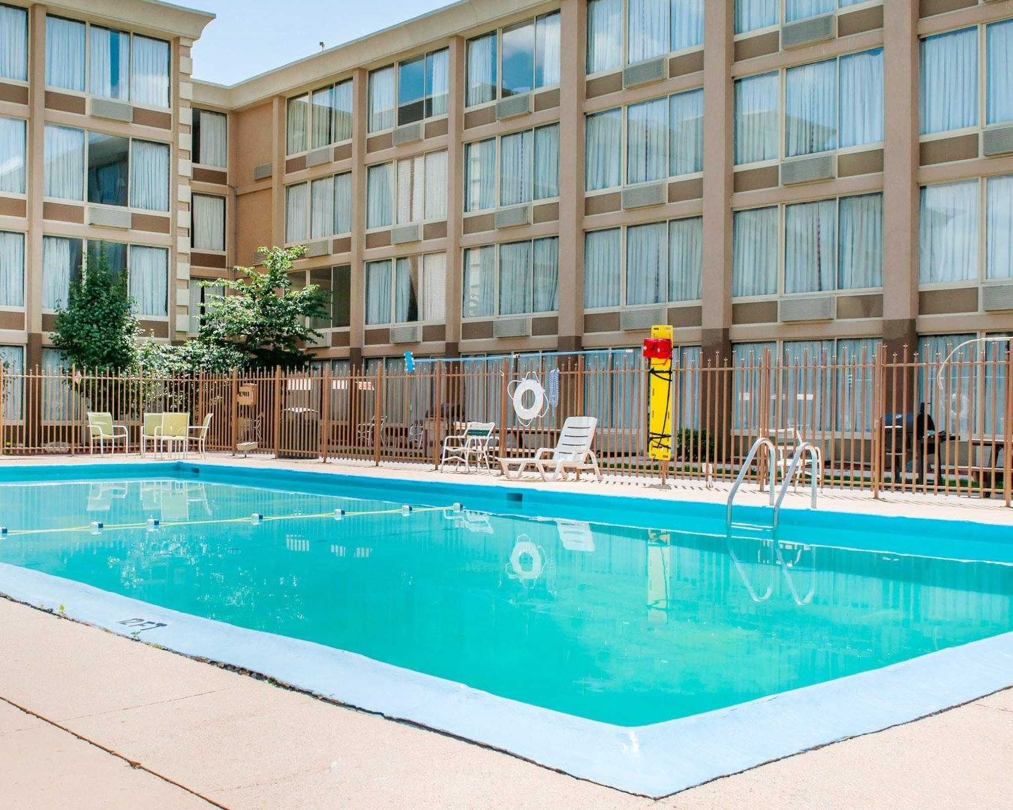 Quality inn suites in lafayette in 47905 for Affordable pools lafayette louisiana