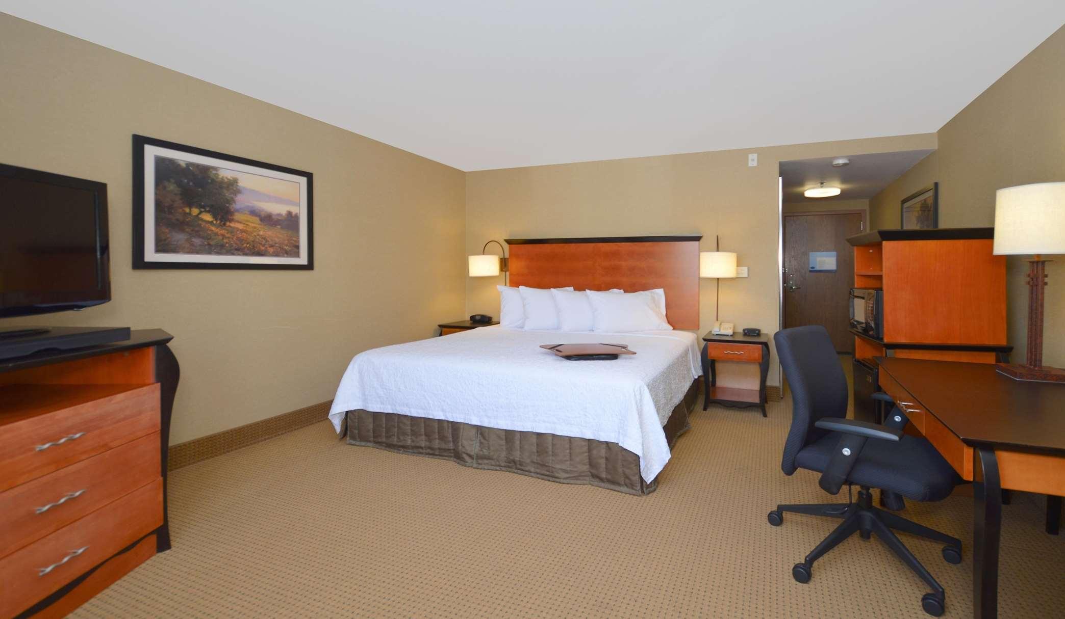 hampton inn suites carson city coupons near me in carson. Black Bedroom Furniture Sets. Home Design Ideas