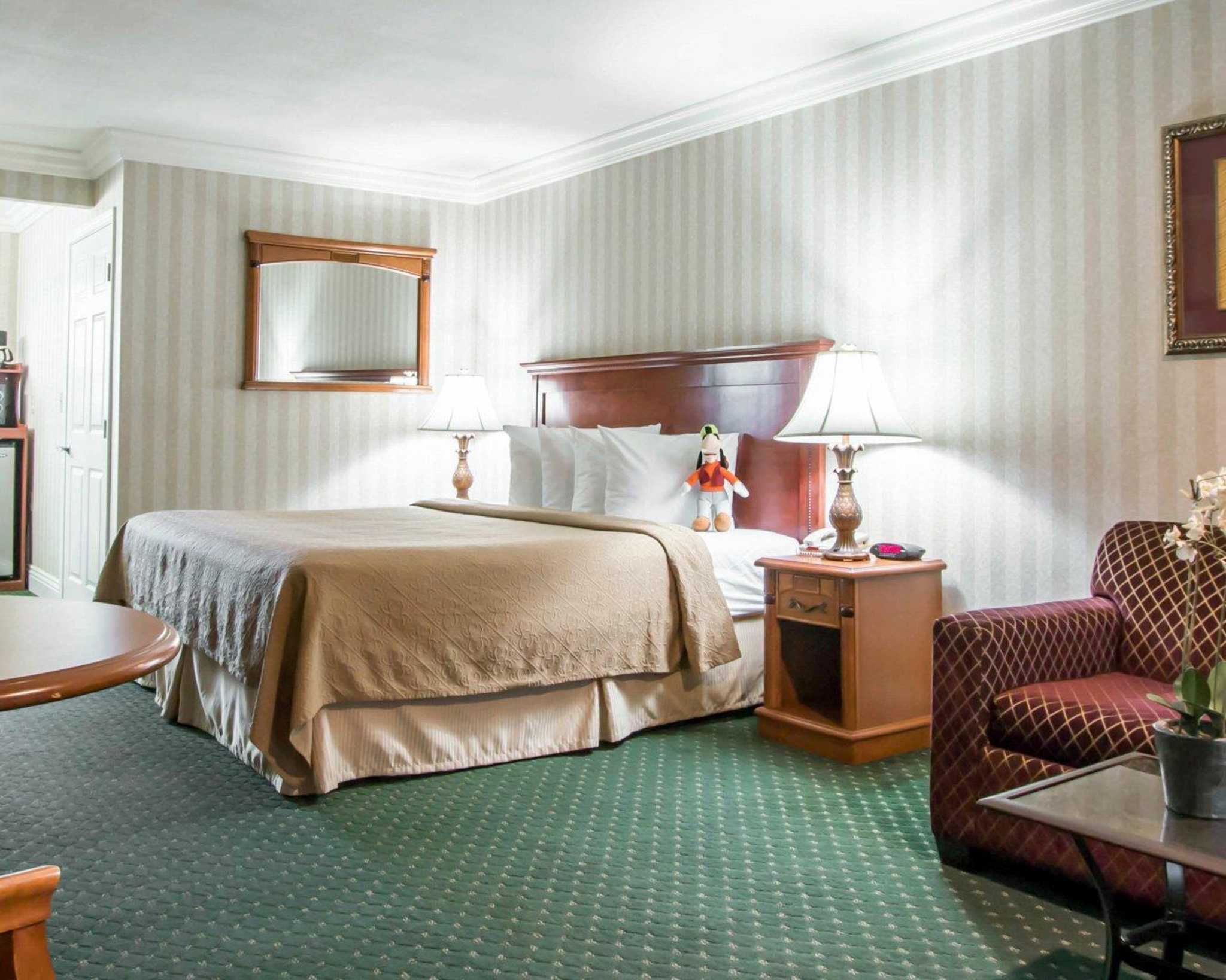 The Quality Inn & Suites ® Anaheim Resort hotel in Anaheim lets you relax and focus on the people and experiences you came for. We're walking distance to Disneyland Park, Disney California Adventure Park and Downtown Disney District.