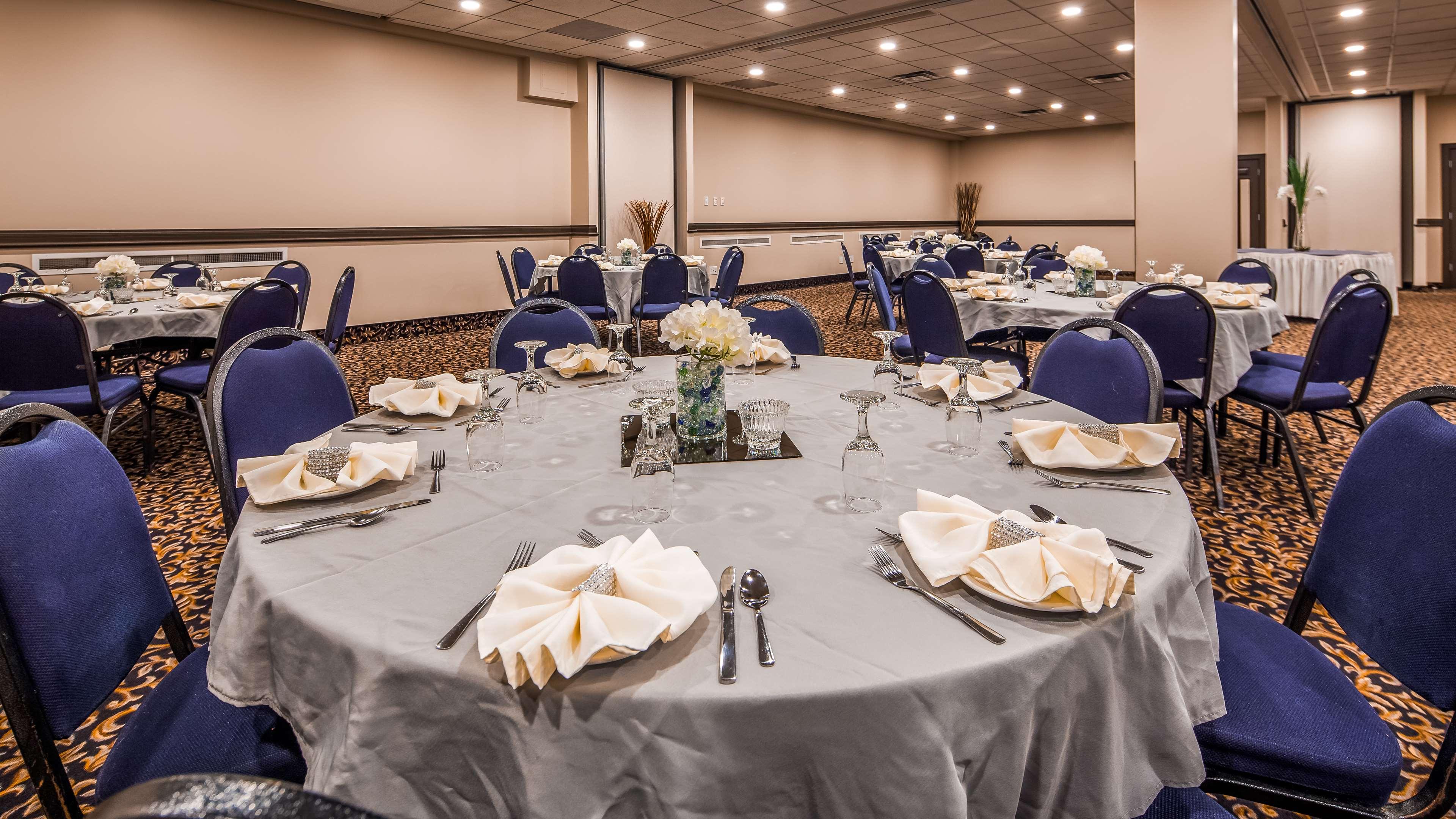 SureStay Plus Hotel by Best Western Seven Oaks in Regina: Ballroom