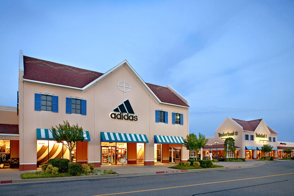 You might remember obligatory trips to your closest outlet mall at the end of each season to save on unsold items from your favorite brands, but outlet malls have come a long way and increased in popularity over the past few years. In fact, brands such as J. Crew, Ann Taylor, and Nike have created.