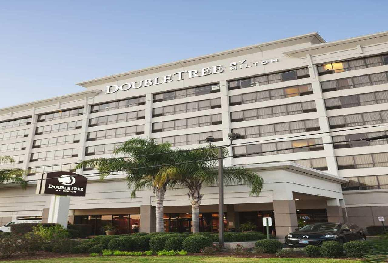 Doubletree by hilton hotel new orleans airport coupons for Modern hotels near me
