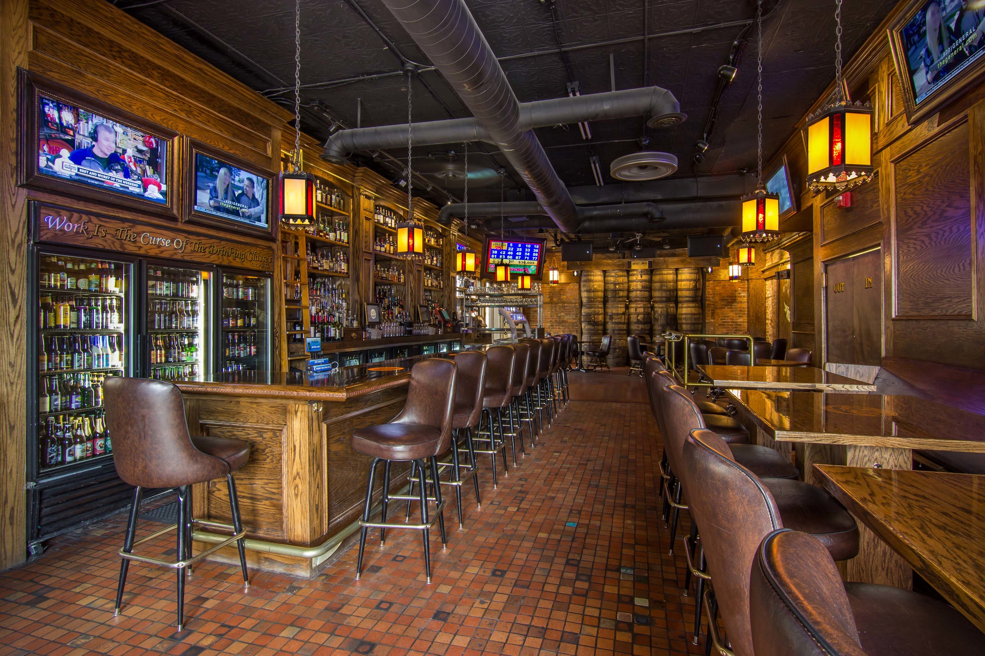 Three blind mice irish pub in mount clemens mi 48043 for Craft beer pubs near me