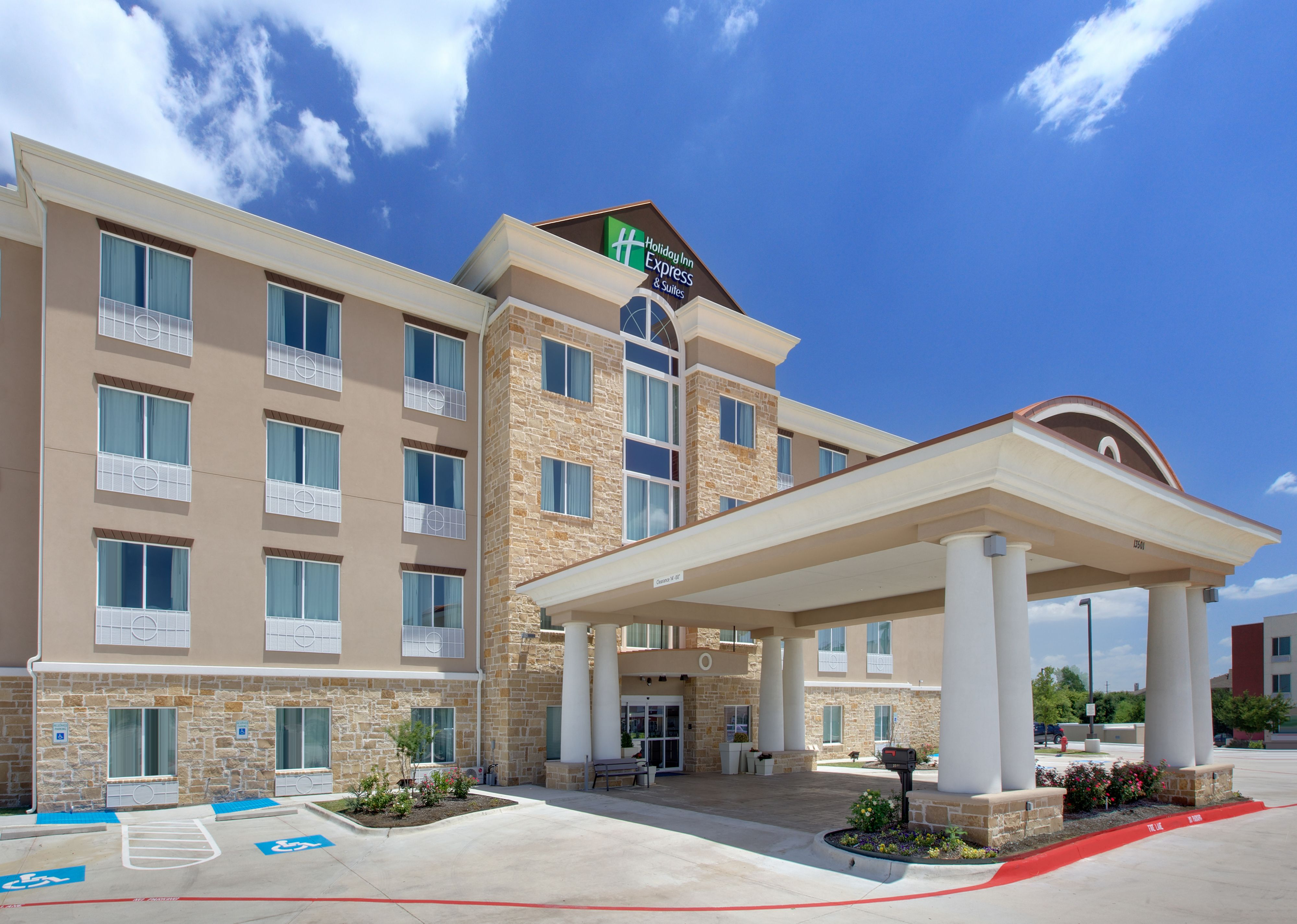 Holiday Inn Express Amp Suites Fort Worth Downtown Fort
