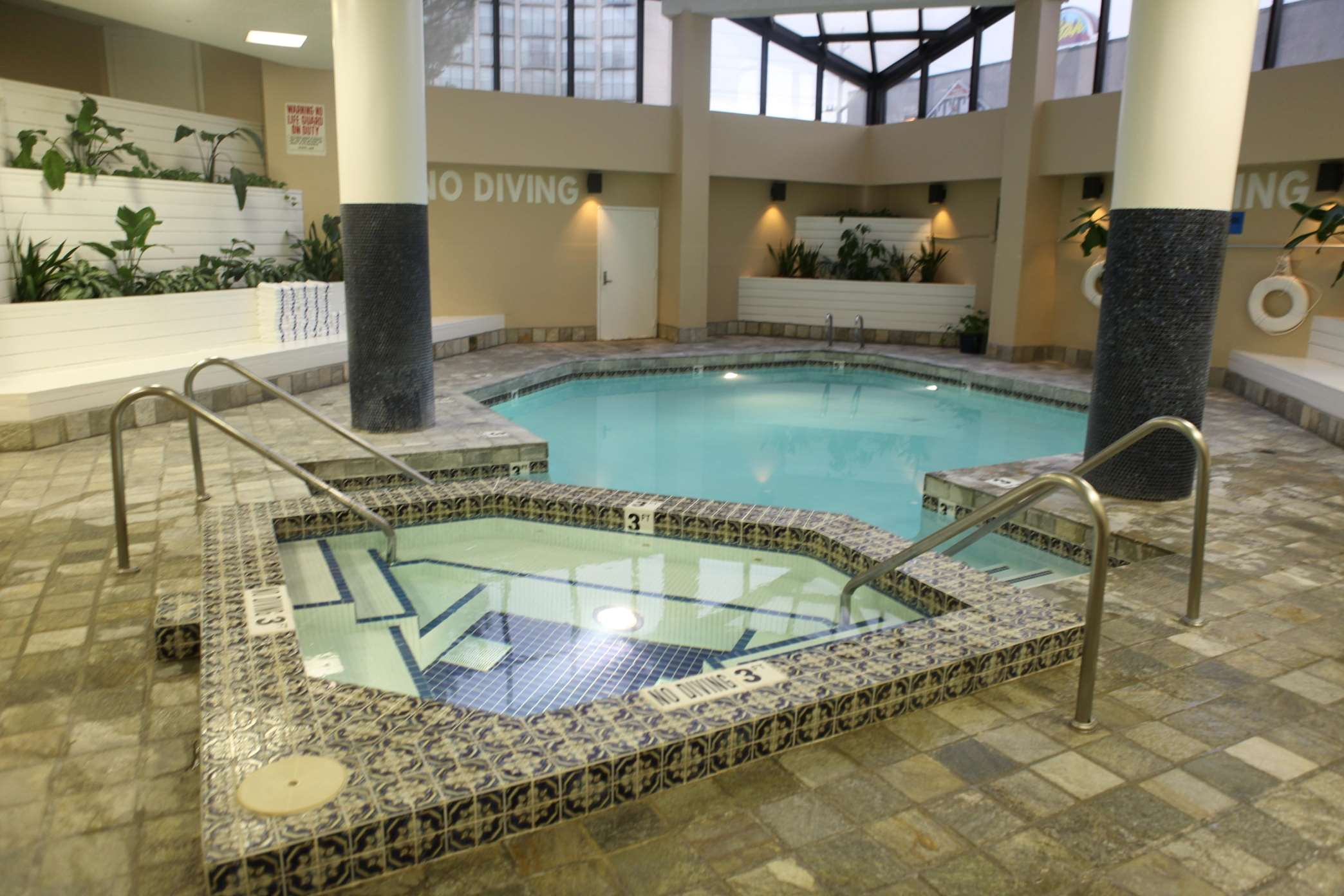 Doubletree suites by hilton hotel salt lake city downtown for Indoor pools in utah