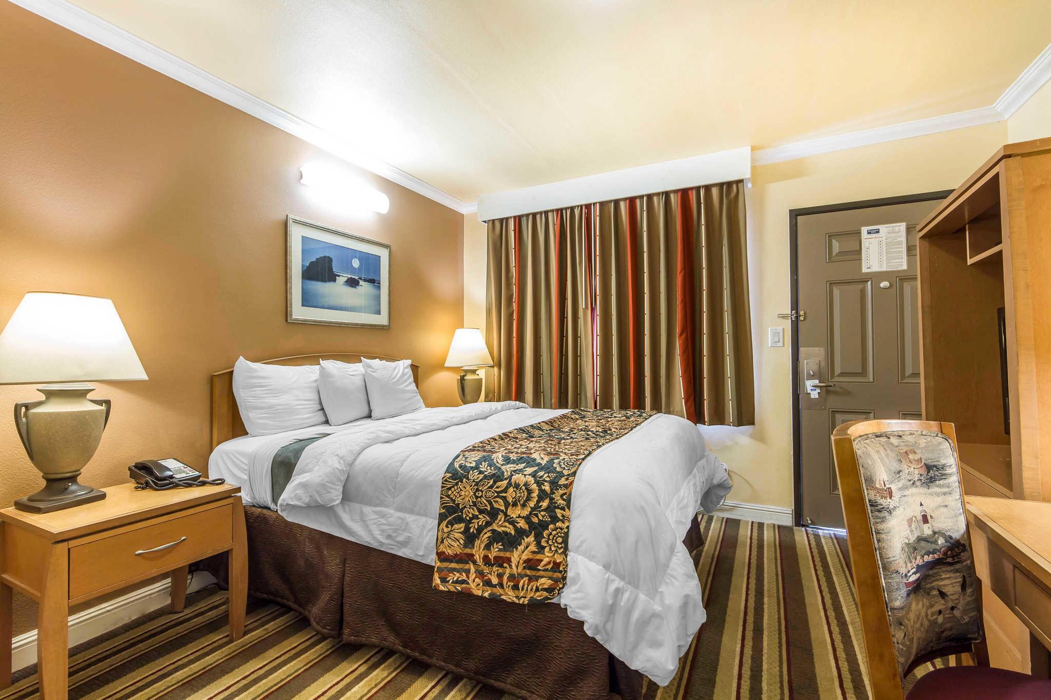 Hotel Rooms Near Oakland Coliseum