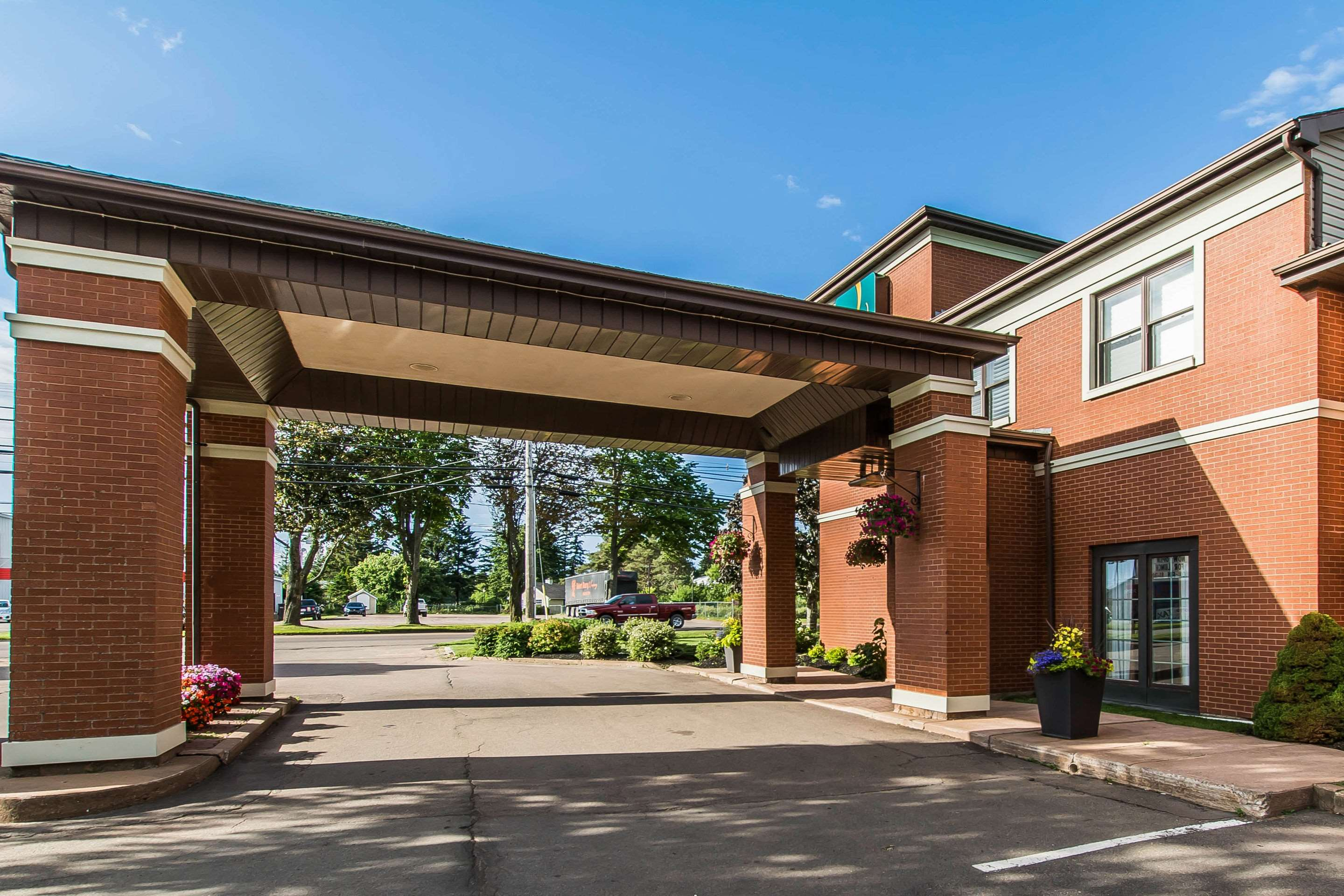 Quality Inn & Suites Garden Of The Gulf in Summerside: Hotel exterior
