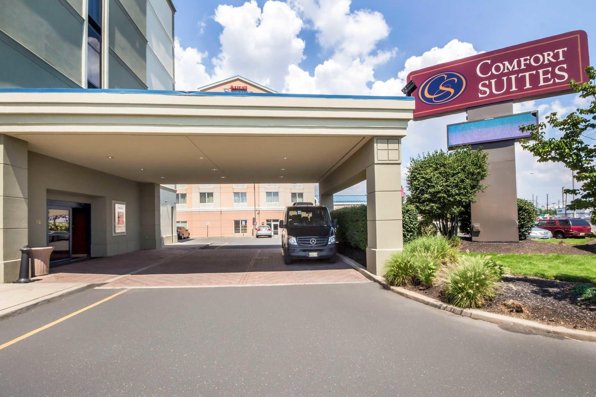 Comfort suites at woodbridge in avenel nj 07001 for La mirage motor inn avenel nj