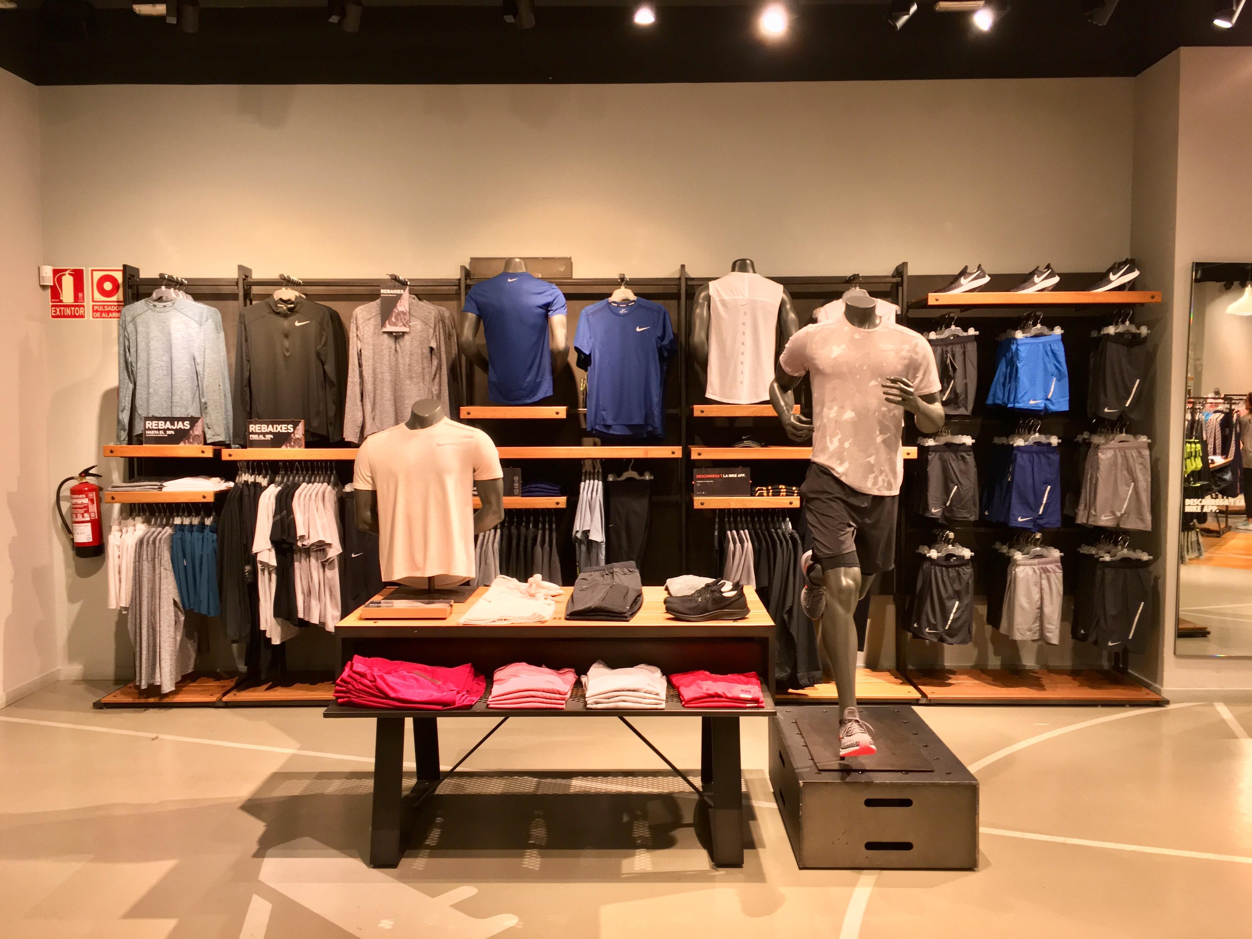 Anémona de mar Chapoteo Grillo  Die besten Adressen für Bekleidungsgeschäft - Herrenbekleidung in Barcelona.  Ihre Suche ergab 471 Treffer. Infobel Spanien