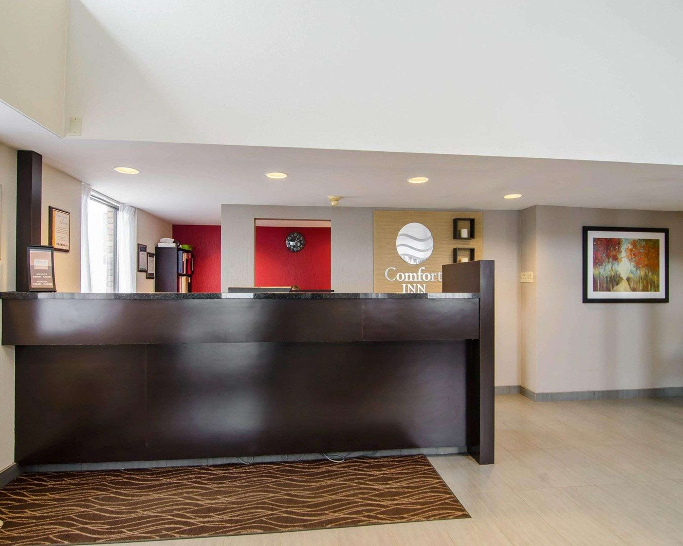 Comfort Inn in Saskatoon: Front desk