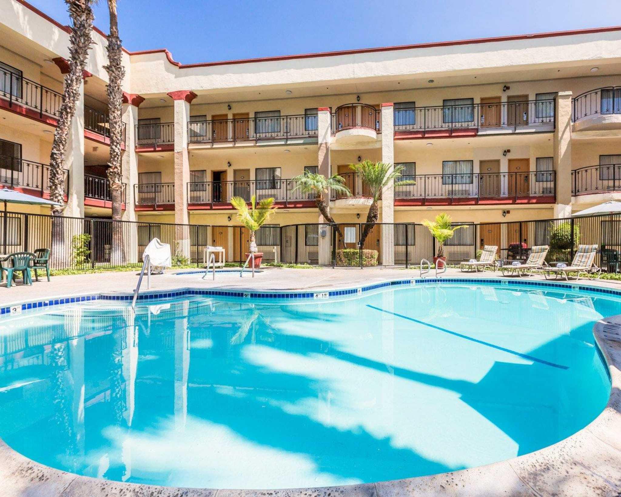 Inviting Anaheim, CA Hotel – Best Western PLUS Stovall's Inn