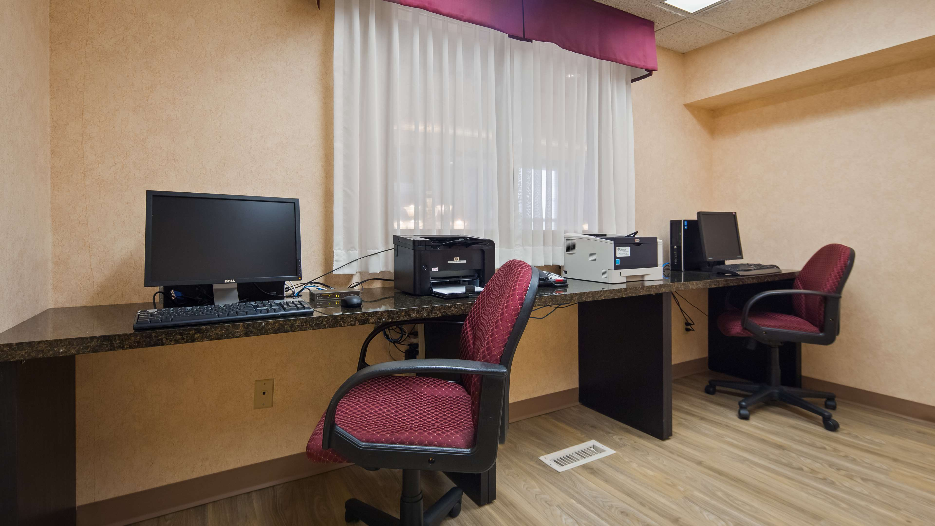 Business Center Best Western Plus Burlington Inn & Suites Burlington (905)639-2700