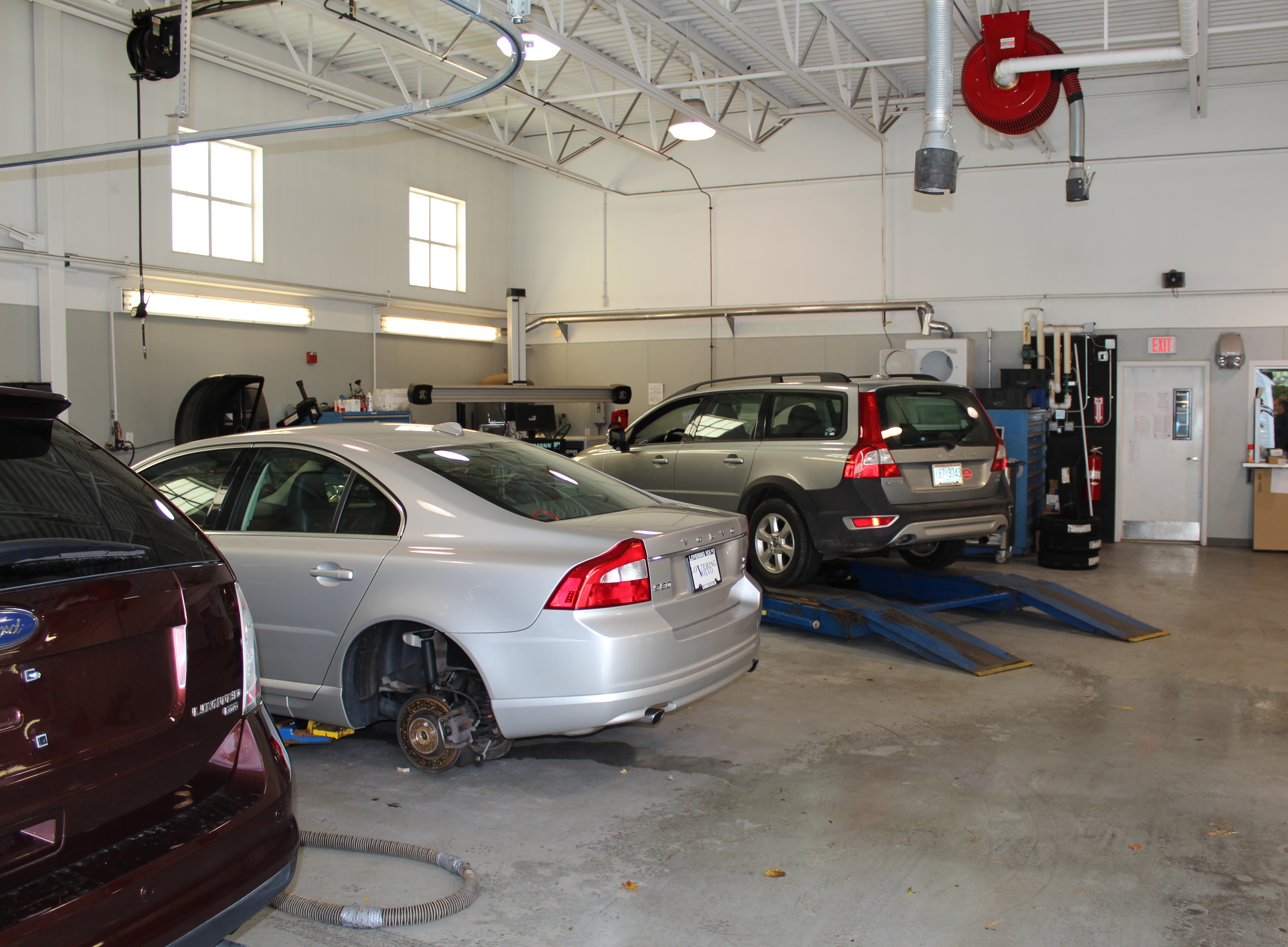 Volvo Dealers Nh >> Lovering Volvo of Meredith in Meredith, NH 03253 ...