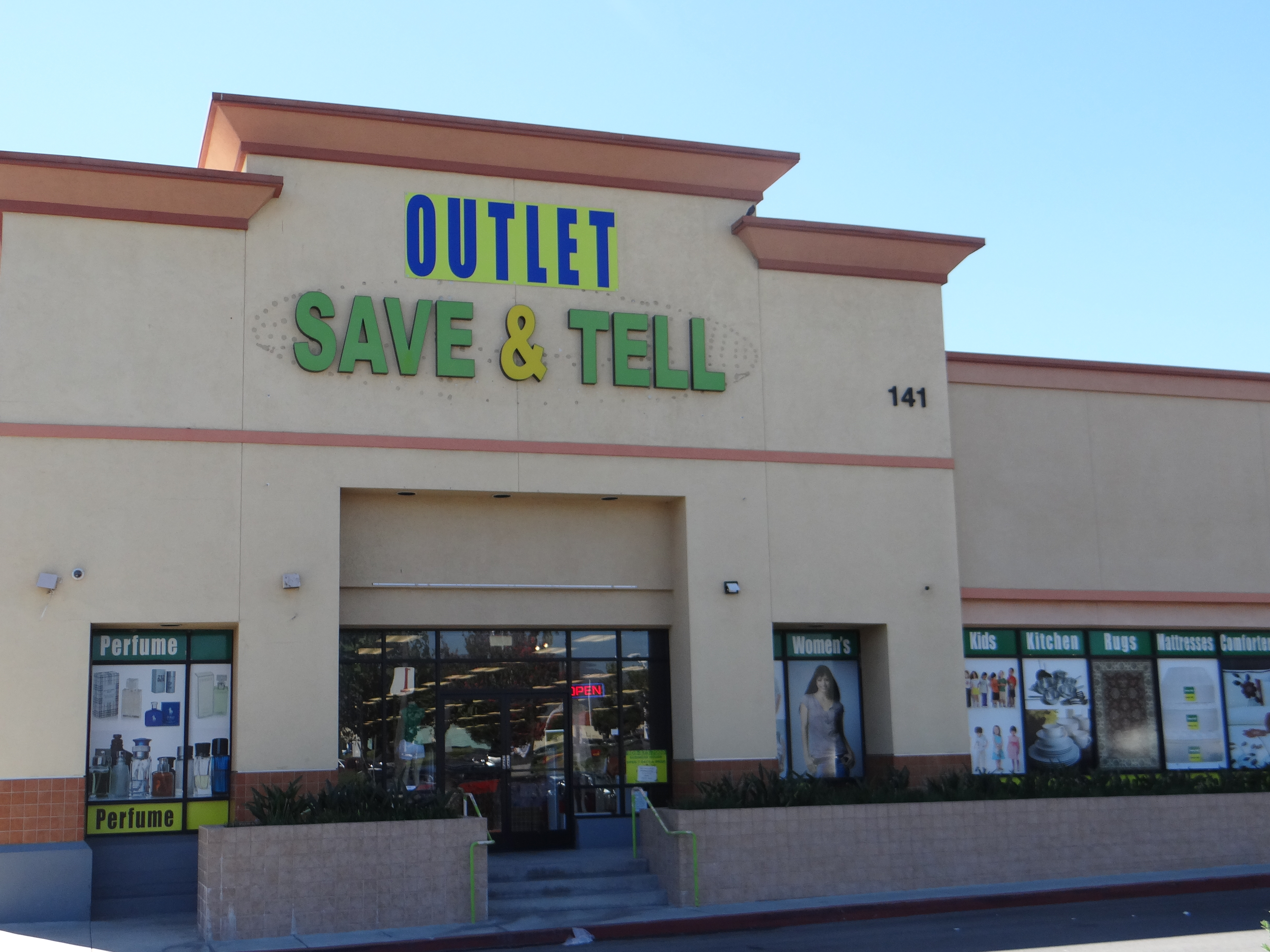Save and Tell Outlet
