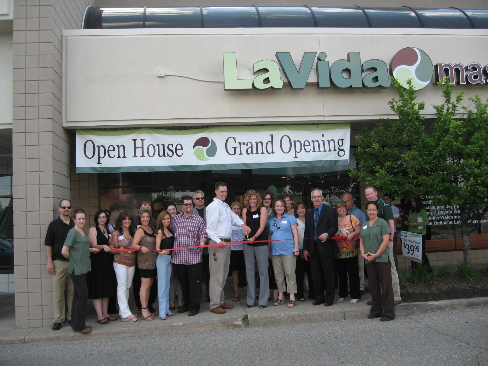 LaVida Massage of Commmerce, MI - ad image