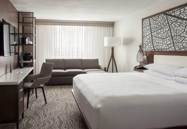Perfect for families visiting Orlando, our king guest rooms include a convenient pullout sofa bed.