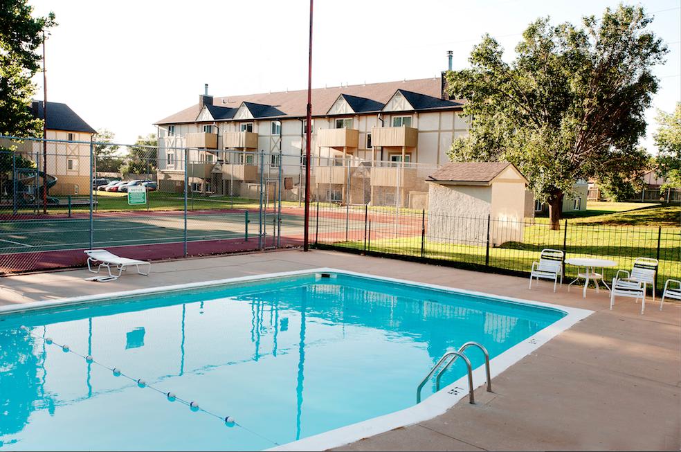 Farmington Lake Apartments