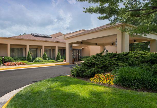 Http Www Marriott Com Hotels Travel Iadhc Courtyard Herndon Reston