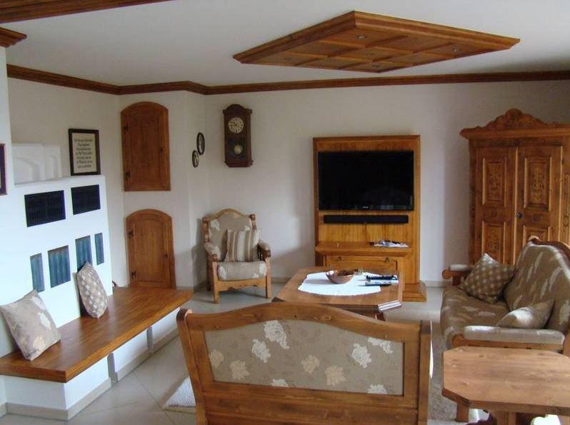 131 einrichtung dekoration wohnzimmer einrichtung dekoration sehr langes sideboard mit viel. Black Bedroom Furniture Sets. Home Design Ideas