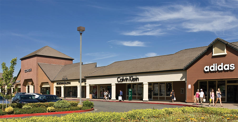 Vacaville, CA Outlet Malls. Location: hours north of Sacramento. Nearby Cities: Sacramento, CA. Stores: Vacaville Outlets. Our Vacaville outlet mall guide has all the outlet malls in and around Vacaville, helping you find the most convenient outlet shopping based on your location and travel plans.