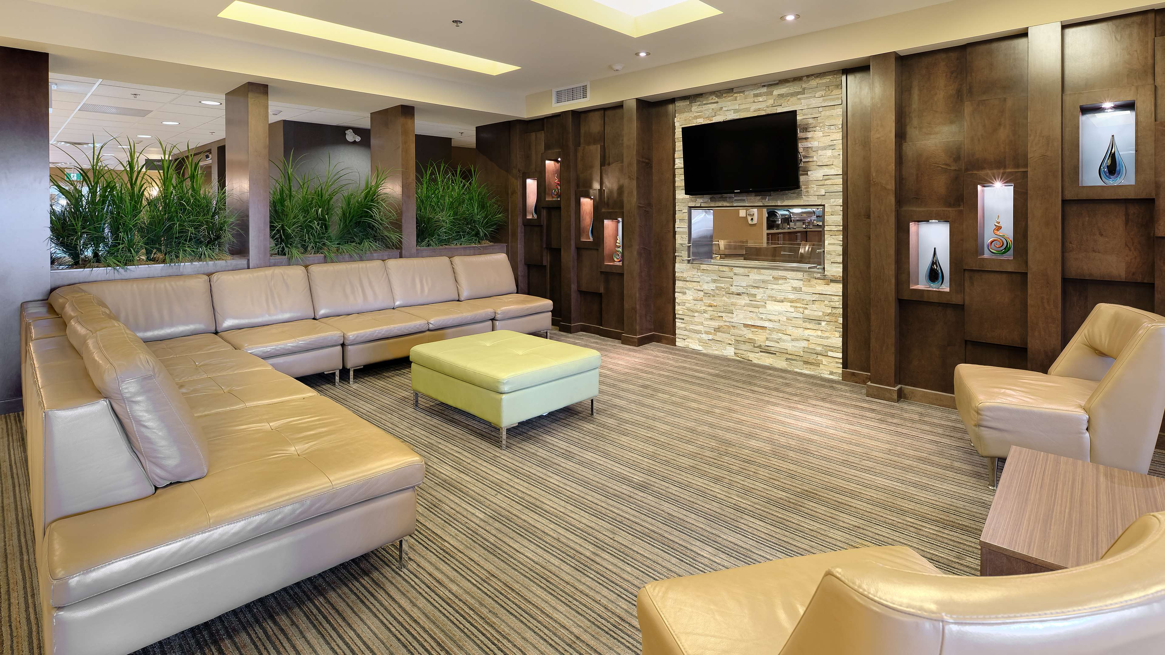 Feel free to relax in our lobby. Best Western Plus Winnipeg West Headingley (204)594-2200