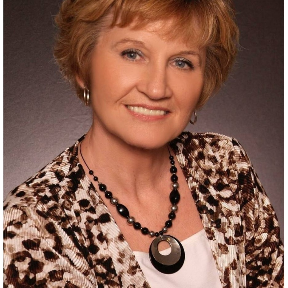 Brenda Holshouser - Berkshire Hathaway HomeServices, Elite Properties - Edwardsville, IL 62025 - (618)789-2742   ShowMeLocal.com